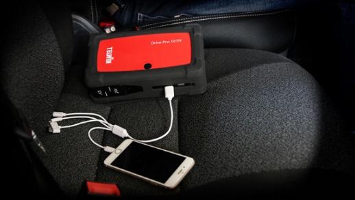 Telefon töltése Drive Pro 12/24 készülékkel